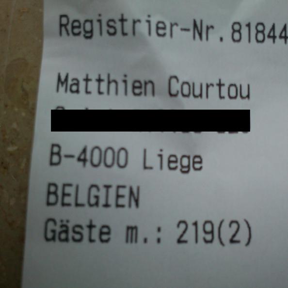 Le certificat de changement de nom de Matthieu Courtoy délivré à Münster par un réceptionniste d'hôtel un peu gay