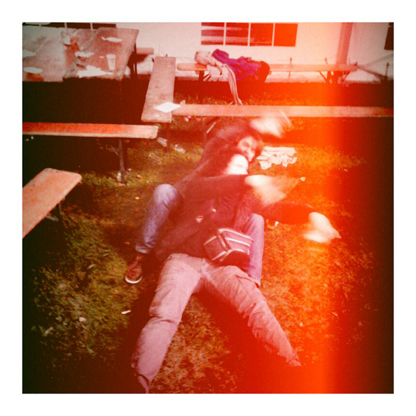 """Onlivier et moi-même occupés à pratiquer la """"danse du cul par terre"""". Ou alors c'est bien imité."""