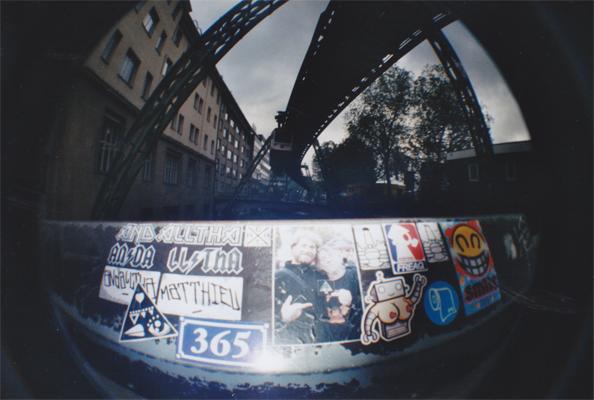 Le fameux Schwebebahn de Wuppertal — avec Obit, freaQ, PQ Family, Wojo, Smile 365, Jean-Luc Fonck / Sttellla, László Schonbrodt et Andalltha