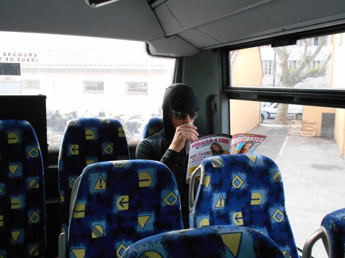 OKLM dans le bus pour Saint-Raphaël — photo prise par Frédéric
